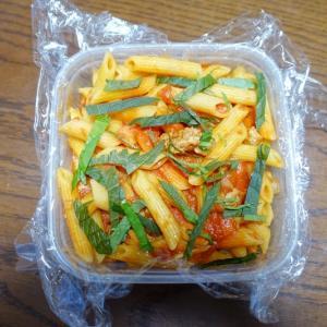 ある日のお弁当(トマトソースパスタ)