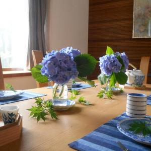 ブルーが映える紫陽花のテーブルデザイン!