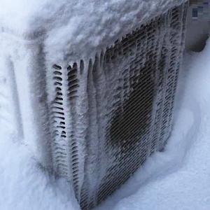 室外機 雪に埋もれて 機能せず ~エアコンが効かない・エアコン室外機が雪に埋もれて~