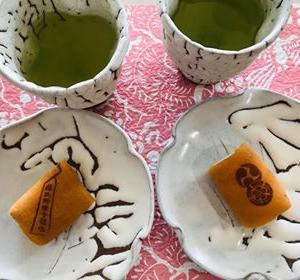 お客様からいただいた写真-鬼白のフリーカップと銘々皿とお食事のシーン