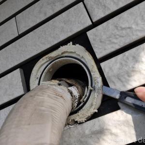 エアコンの配管がボロボロに劣化する前に。冷媒用テープの修理と再取り付け