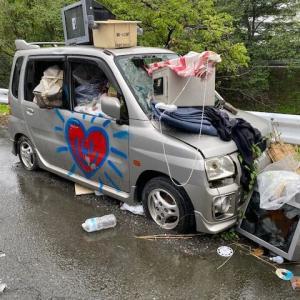 悲惨な姿でずっと居てます。悲しき放置自動車