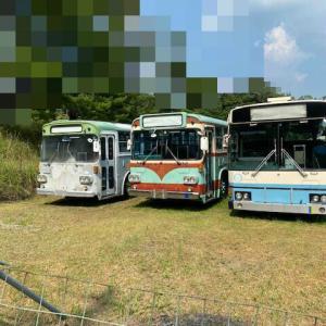 中古バスのヤード?好きな1台が停まってました。