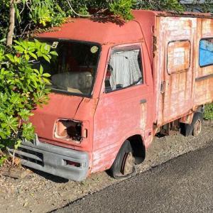 スバル サンバー郵便車の廃車体