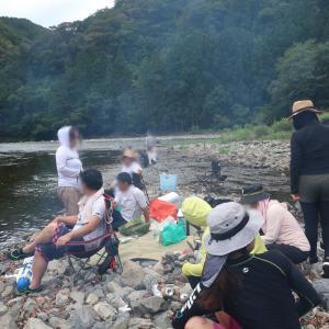 体力温存の川遊び♪
