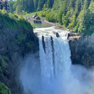TVシリーズ「ツインピークス」のロケ地♡スノコルミー滝 in ワシントン州