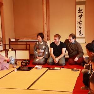 外国人、茶道・箏、尺八を鑑賞