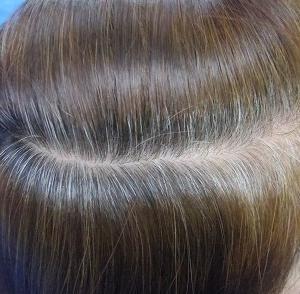 髪が不自然なくらい真っ黒・・・。 ヘナとインディゴ
