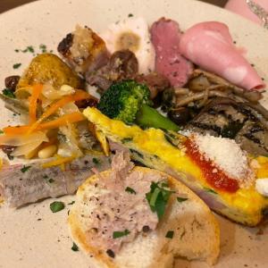 八戸産イカとほうれん草のトマトソーススパゲティ