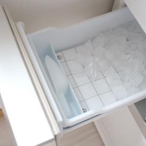 【100均】冷蔵庫の氷が落ちる音対策、我が家はコレを敷いてます。