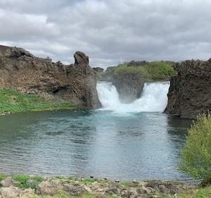 アイスランドの滝(1)『北北西に曇と往け』にも登場のヒャルパルフォス