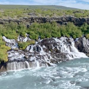 アイスランドで屈指の優美、1キロ眺めが続くフロインフォッサル