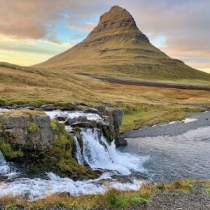 12月8日(火)聖地スナイフェルスネス、絶景、秘境温泉&滝をめぐる究極のヴァーチャルツアー