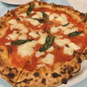 ゴルフ帰りにピザ屋に寄る。ヨーロッパ人も唸るナポリピザ!