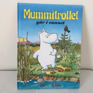 13.Mummitrollet går i vannet ノルウェー語 絵本