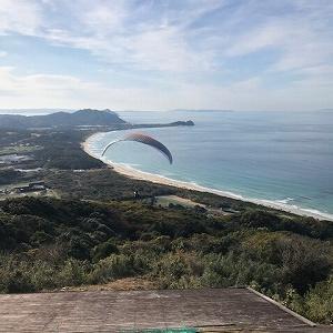パラグライダーで飛ぶ糸島の海