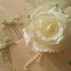 ☆成人式~バラとスワロフスキーフリンジの髪飾り~☆