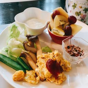 朝ごはん!!大好きエリンギのソテーを入れました。