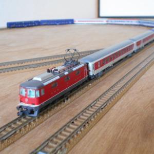 Hobbytrain SBB Re420(赤)Ep.V.入線 オリエントエクスプレスとCNLとも その2
