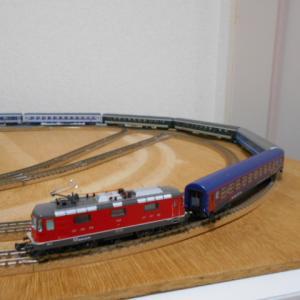 Hobbytrain SBB Re420機関車 シングルアームパンタグラフ Ep.VI 入線で、SBB RIC客車の組成を考える