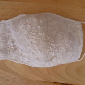 ウェディングドレスで・・・ 小道づくり ラ・マリエ  クリスティアーナ