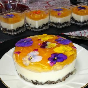 エディブルフラワーレアチーズケーキ