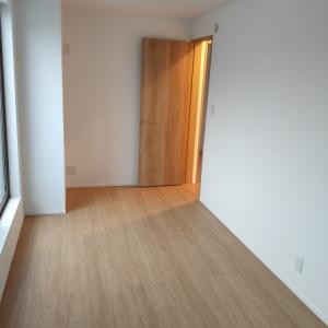 新居を見に行った。寝室を分けるか分けないべきか。
