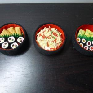 小さな寿司の盛合せ  3種出来上がりました。
