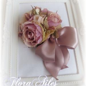 ◆フランスリボンとお花で演出するコサージュは一番の人気です♪