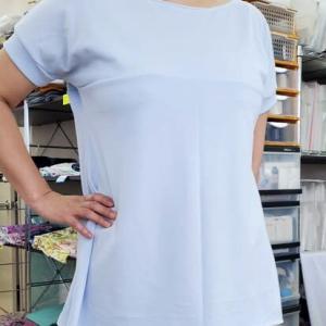 胸で切り替えのあるフレンチスリーブTシャツ(生徒作品)