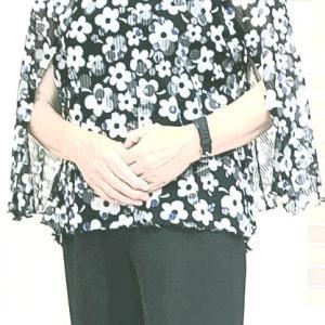 大きなスリット入り袖のブラウス(カットソー生徒作品)