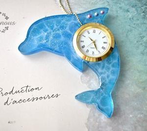 水面模様のイルカの時計