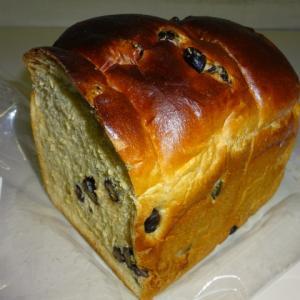 秋の北海道うまいもの会 【ベーカリーカンスケ】のキタノカオリ黒糖黒豆食パン