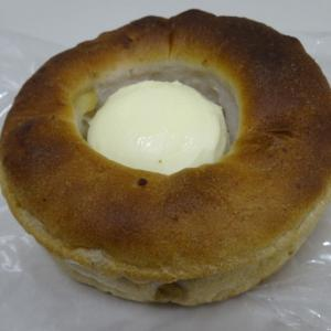 カマンベールタイプのチーズとくるみ 【LOQUACE(ロクアーチェ)】のフロマージくるみ
