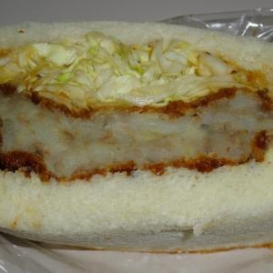 コロッケパン 【Boulangerie bèe(ブーランジェリー ベー)】の自家製コロッケサンド