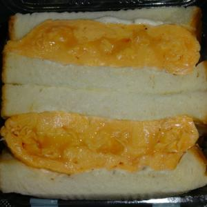 サンドイッチの定番 卵サンド 【nemo Bakery(ネモ・ベーカリー)】のオムレツサンド