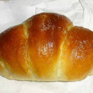 一味も二味も違う塩パン【TRUFFLEBAKERY(トリュフベーカリー)】の白トリュフの塩パン