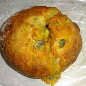 チーズ好きのためのパン 【メゾン・ランドゥメンヌ】のキャトルフロマージュ