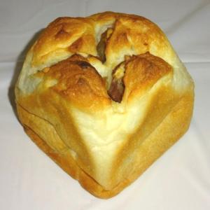極上のふわふわ食パンに栗がゴロゴロ 【エスプレッソ D ワークス 池袋】の栗のワンハンドレッド