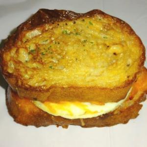 エッグ・ベーコン・チーズ 【パンリゾッタ】のジャーマンクロックサンド