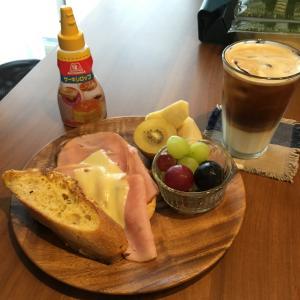 甘じょっぱいフレンチトーストの朝ごはん