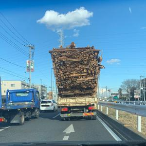 【悲報】とんでもないトラックが日本で発見される