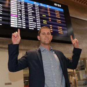 阪神新外国人・ガンケルが来日 欠航相次ぐ中無事伊丹に降り立つ