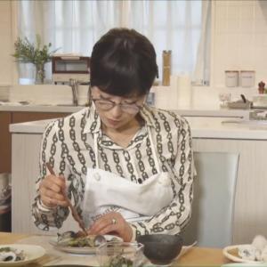 【画像】椎名林檎(42)さん、あさりを食べるだけでフェロモンが溢れ出てしまうwwwwwwwww
