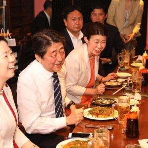 【画像】安倍晋三「やっぱりお好み焼きは広島風が1番おいしいよ!ハフハフ!wwwwwwww」