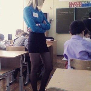 【画像】このルックスの教師がいるという事実
