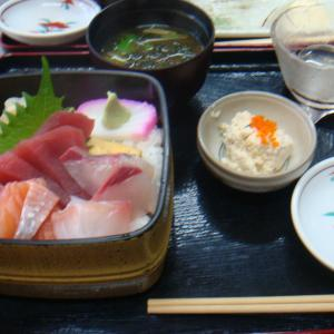 ランチタイムの海鮮丼