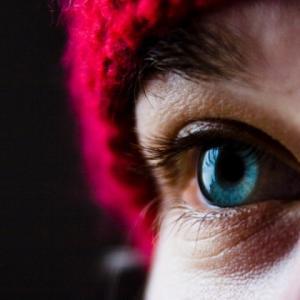 ヒトの網膜は、光子3個で反応する