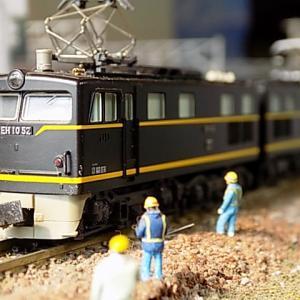 当時最大最強の電気機関車EH10形が国鉄ク5000を牽引