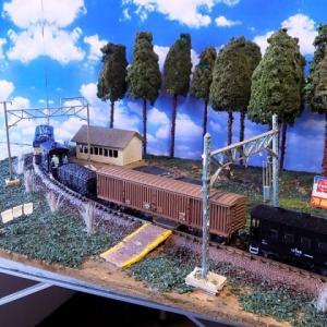 KATO飯田線ED62を配置自作は自作なんですが使っている背景画はメーカーさんの物なんです。
